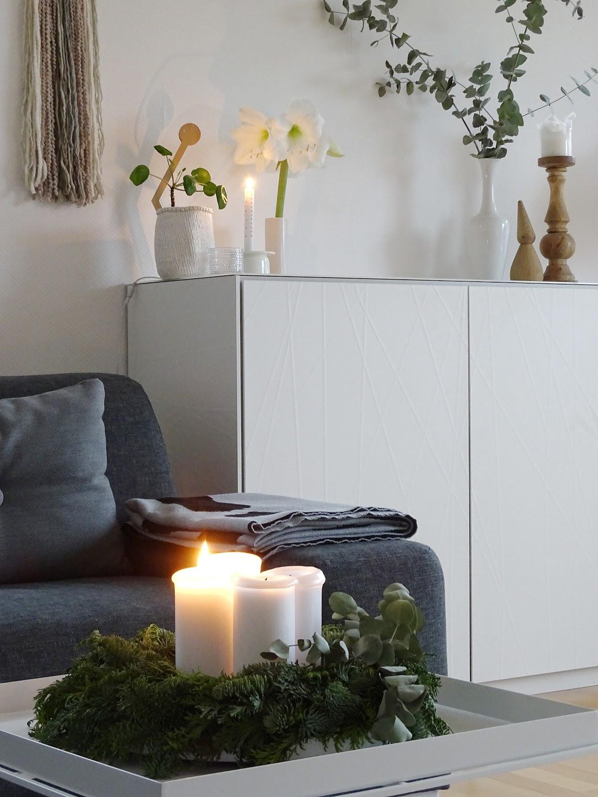 Adventskranz und Weihnachtsdeko im Wohnzimmer - Fotoaktion #12von12 und 1 Tag in 12 Bildern - https://mammilade.blogspot.de