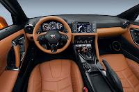 Nissan GT-R (2017) Dashboard