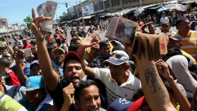 Aseguran que políticas económicas de Maduro estrangulan a pequeños comerciantes