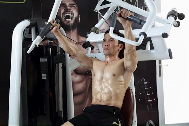 32 tuổi bắt đầu tập gym vẫn sở hữu cơ bụng 6 múi