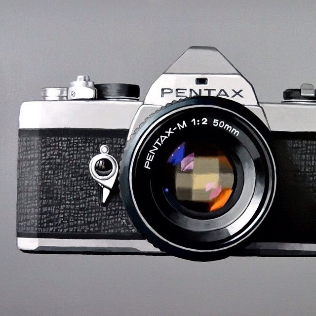 09-Vintage-Pentax-Camera-Peter-Slade-Hyper-Realistic-Paintings-Acrylic-on-Canvas-www-designstack-co