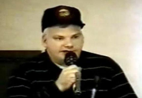 Phil Schneider, un denunciante OVNI, quien reveló mucha información acerca de la estrecha relación entre humanos y extraterrestres.