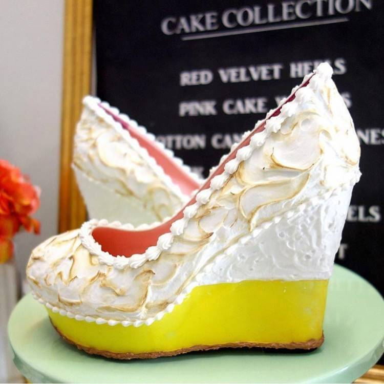 Fancy High Heels Cake Shoes by Chris Campbell, Artist Chris Campbell from Florida Chris create numerous designs of shoes cakes or pastries. These shoes are look so realistic and the creations are applied to the shoes with the actual tools used by bakers such as a piping bag and each pair can take between two and four weeks to complete.