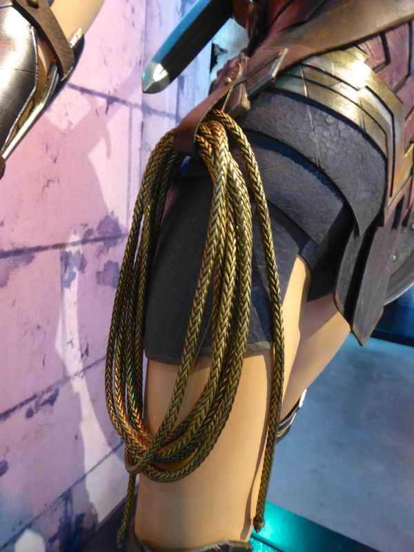 Wonder Woman costume lasso Batman v Superman