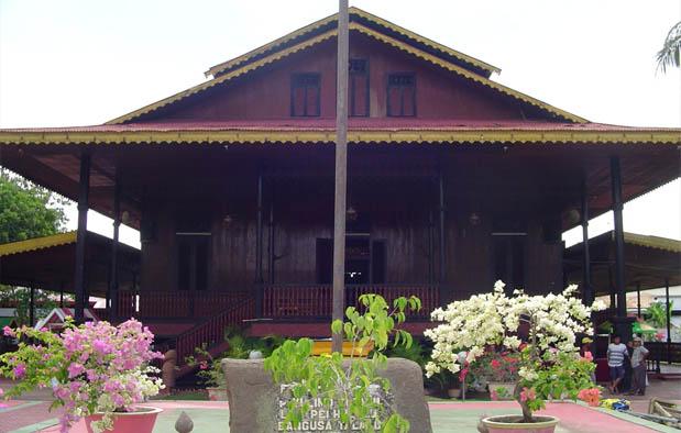 Rumah Adat Gorontalo Bandayo Pamboide