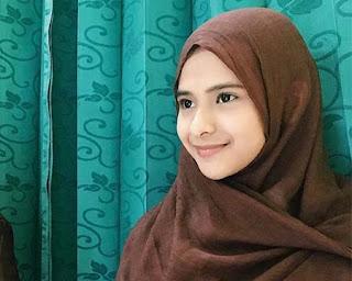 Cathy Fakandi Berhijab