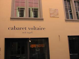 Η πρόσοψη του Καμπαρέ Βολταίρ όπως είναι σήμερα.