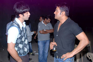 Ranbir Kapoor snapped with Suniel Shetty at new ponytail look