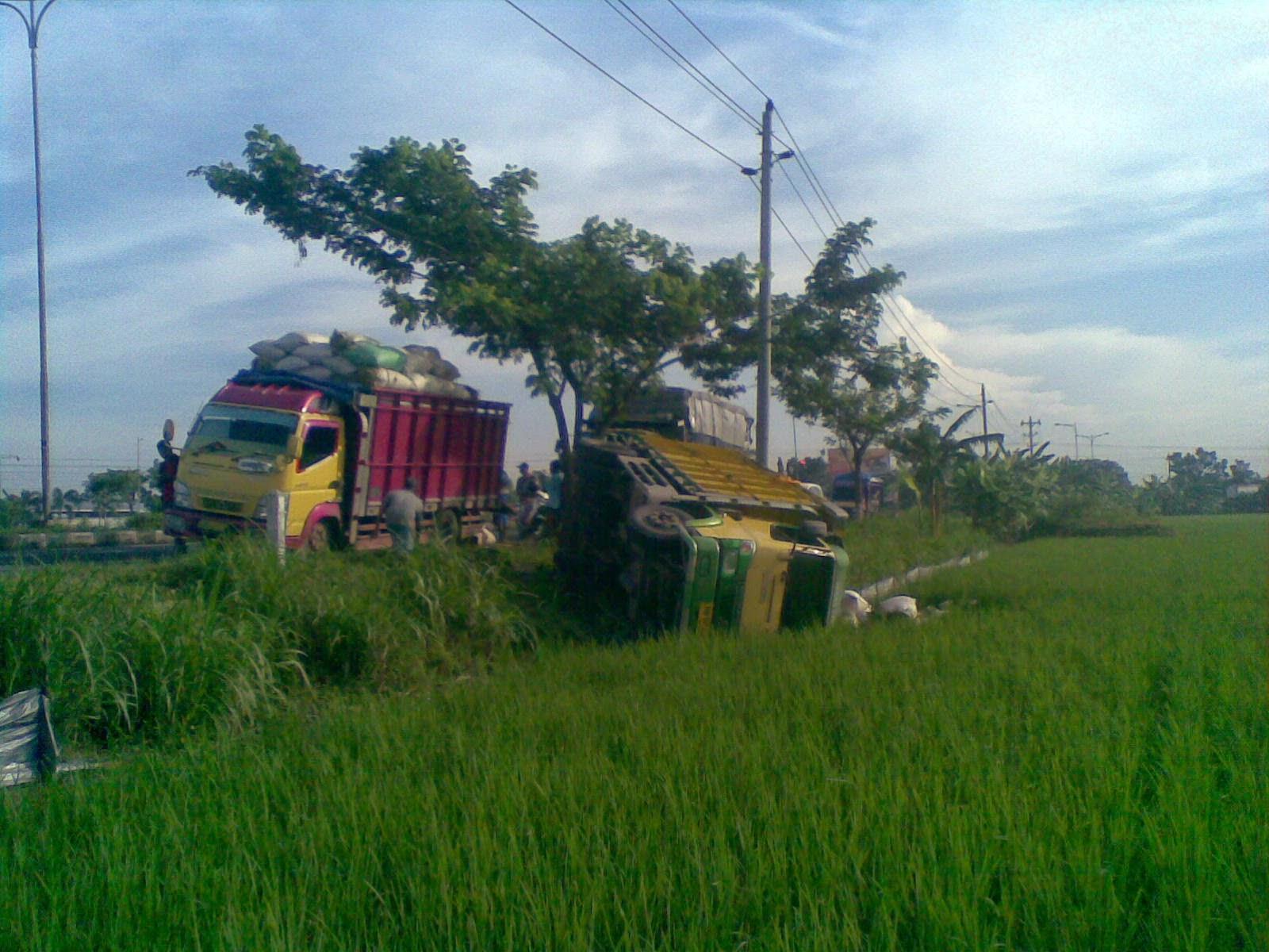 Kecelakaan tunggal truk tronton di jalur lingkar pati