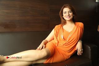 Actress Saloni Aswani Pos in Short Dress at Meelo Evaru Koteeswarudu Movie Interview  0322.JPG