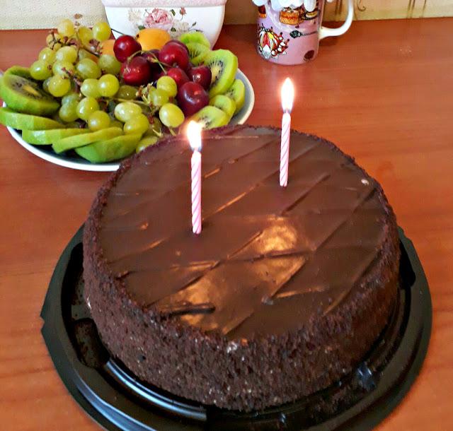 торт, фрукты, торт со свечками, шоколадный торт