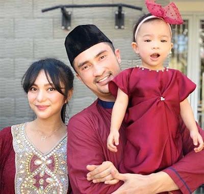 Reza Pahlevi bersama Istri dan Anaknya
