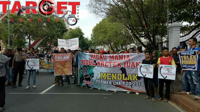 Ratusan Masyarakat Pecinta Burung Mania Demo di Depan Gedung DPRD Kab. Pati