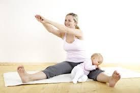 Bài tập giảm mỡ bụng sau sinh mổ với động tác vặn người nhẹ nhàng