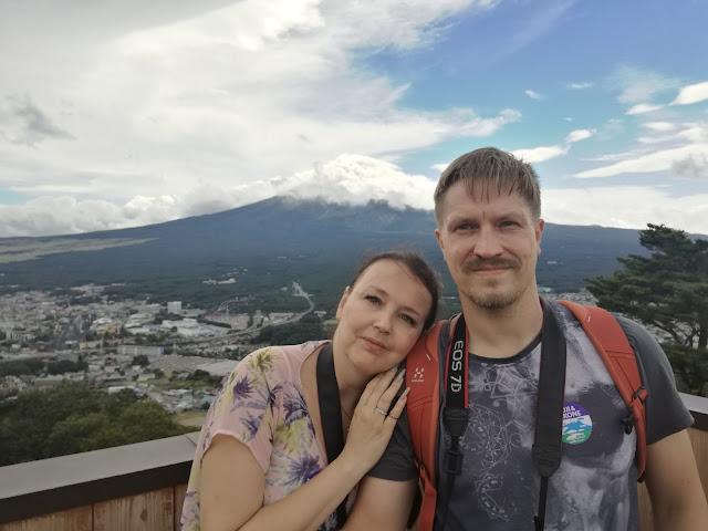 Rakastuneina Fujin juurella