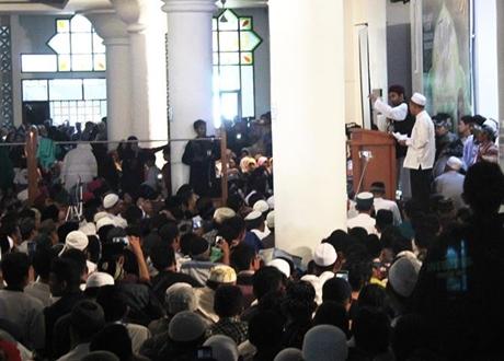 Ceramah Ustadz Abdul Somad Dihadiri Ribuan Umat Muslim di Masjid Agung Nurul Iman Padang