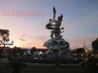 Patung Dewa Ruci di Simpang Siur