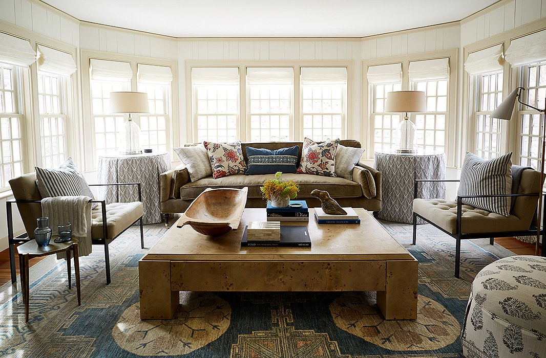 Gorgeous sitting room in Connecticut farmhouse of Debbie Propst of One King's Lane - found on Hello Lovely Studio