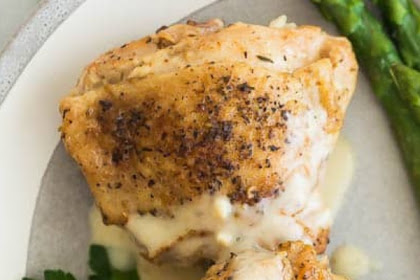 CREAMY GARLIC INSTANT POT CHICKEN THIGHS (PRESSURE COOKER)