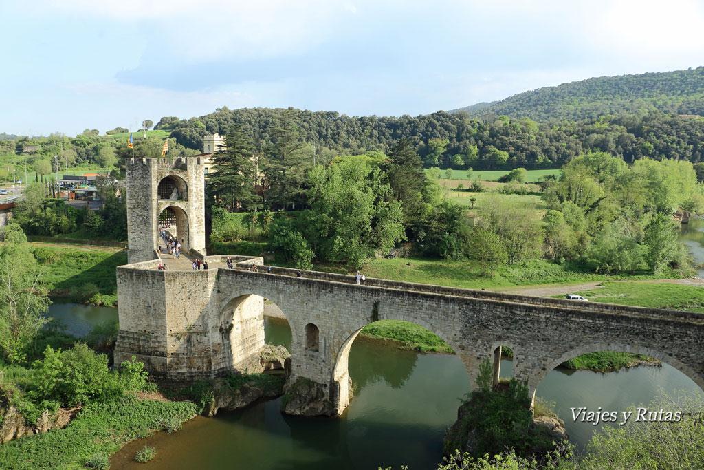 Vistas del Puente Viejo desde el mirador de Besalú, Girona