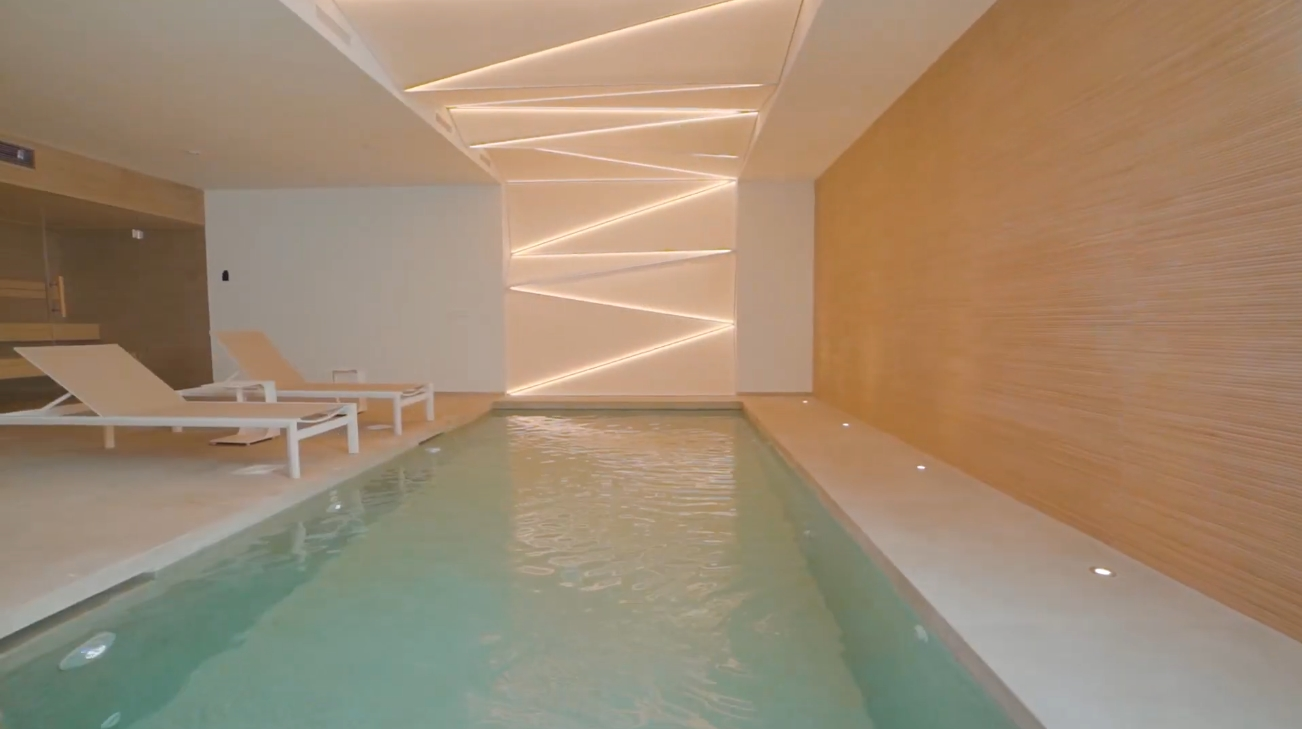 Home Interior Design Tour vs. Luxury frontline beach villa between Marbella and Estepona