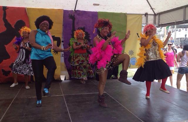 Mulekas de Ouro um grupo do bairro com dançarinas  da Melhor Idade
