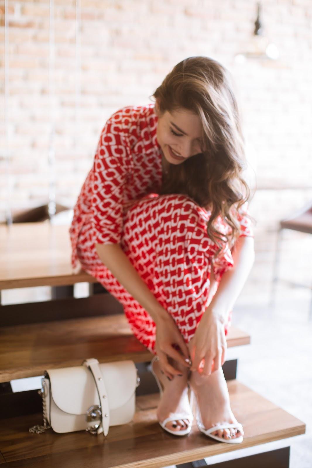 fashion blogger diyorasnotes diyora beta midi dress sammydress white heels