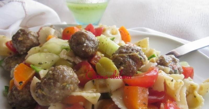 Cocina chilena ensalada de pastas corbatitas y carne for Como cocinar corbatitas