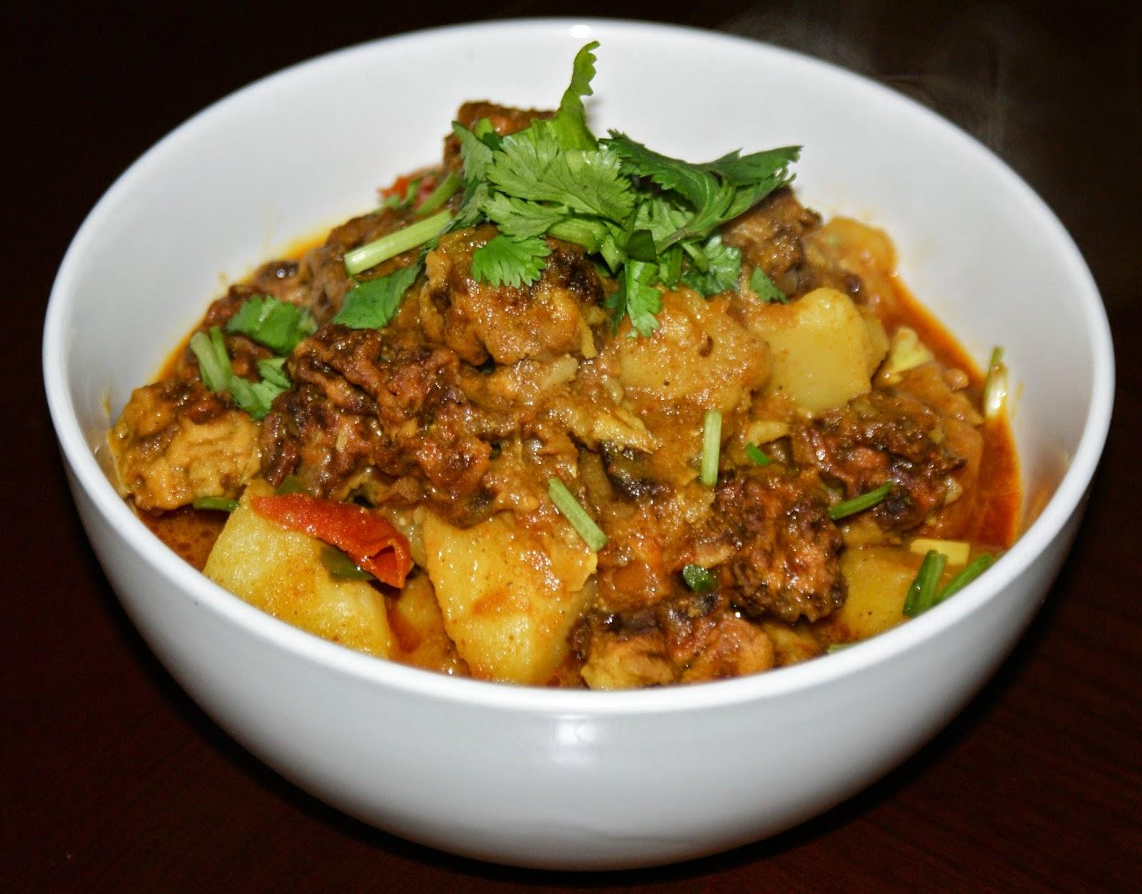 Nepali Tummy!!: Masaura (Sun-dried Vegetable Balls) Curry