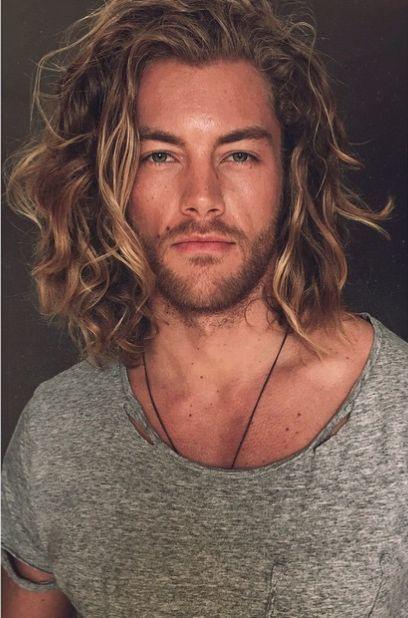 cabelo masculino longo cacheado