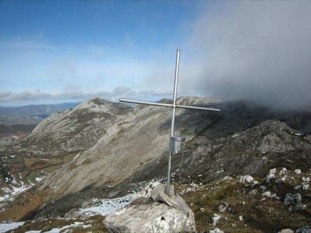 Rutas Montaña Asturias: Desde el pico Lobiu, el Caldoveiru