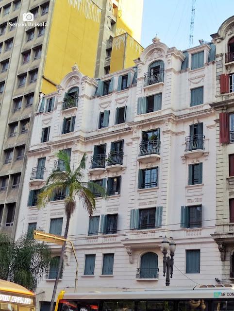 Vista ampla da fachada do Edifício Palacete dos Artistas - Centro - São Paulo