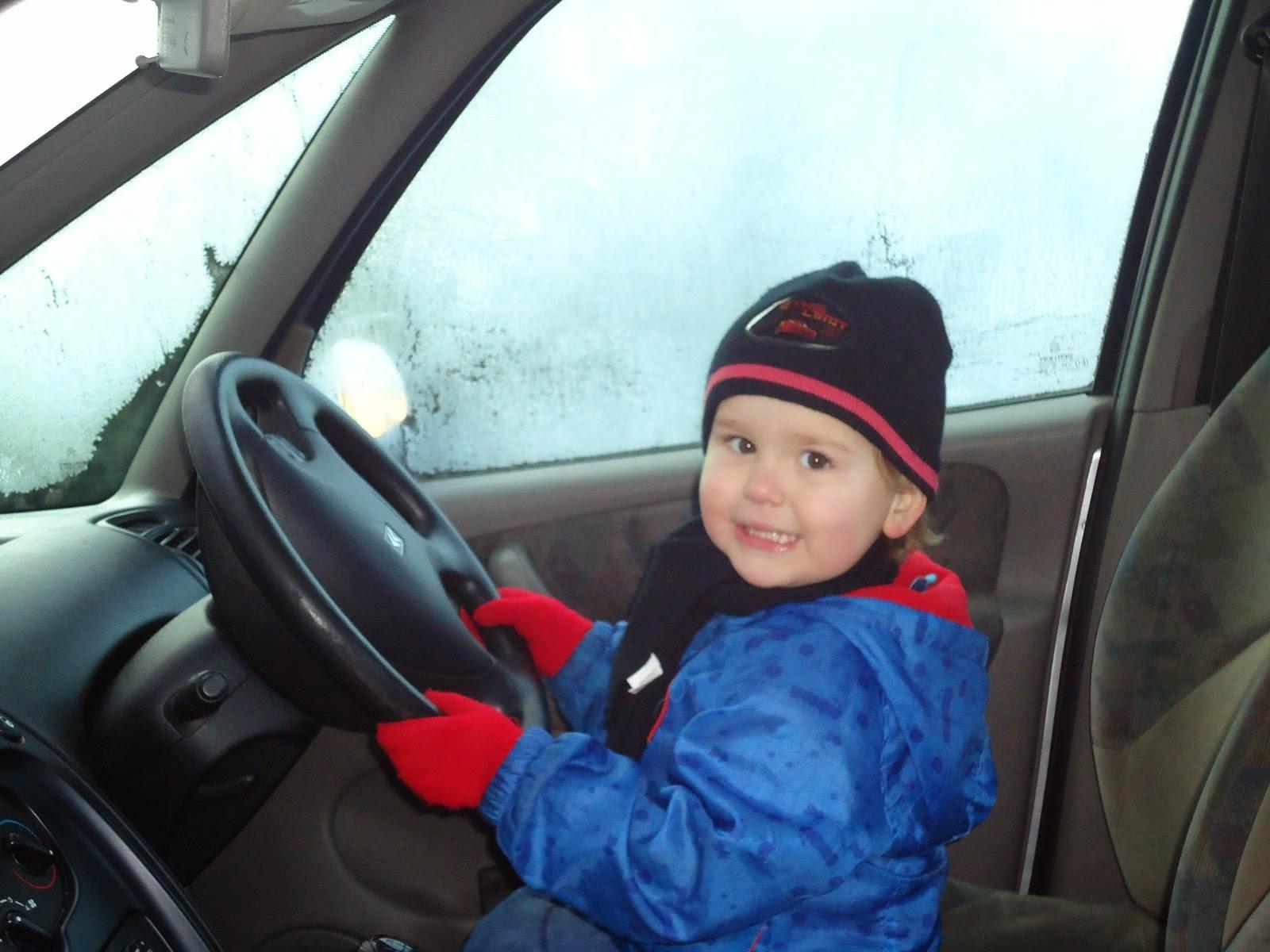 Gambar lucu bayi menyetir mobil gratis