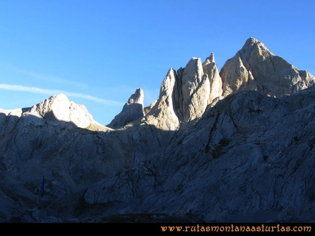 Vista del Pico Cabrones desde el Refugio de Jou de los Cabrones