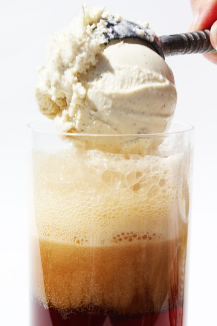 http://www.colourfulpalate.com/2015/08/05/low-carb-root-beer-float/