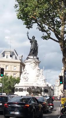 Fransa cumhuriyetinin simgesi marianne heykeli - république metro