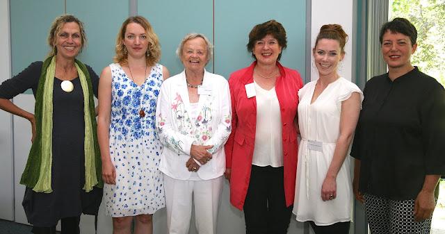 Marlies-Hesse-Nachwuchspreis 2015: Jury und Preisträgerinnen mit der Stifterin des Preises