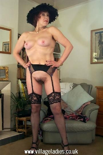 Sexyy schhoolgirl in skirt pussy