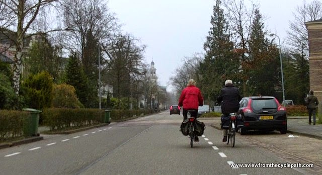 A view from the cycle path: On-road cycle-lanes  The Good, The Bad