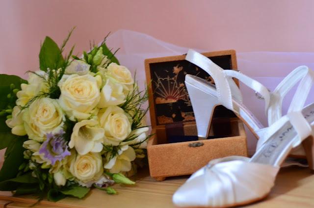 bouquet-mariee-chaussure-bijou-mariage