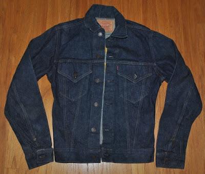 黒みがかった特有の色をしている1962年頃のヴィンテージリーバイス デニムジャケット 557xx ギャラ入り
