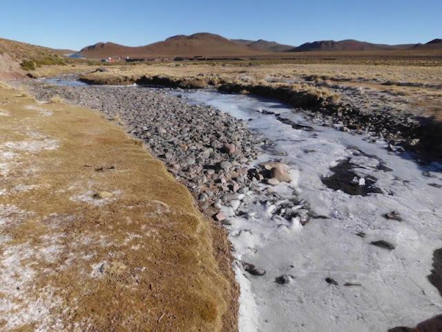 Die Flüsse sind zugefroren. In der Nacht um die 10 Grad minus herum