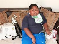 Bocah ini Akan Terus Makan Tisu Toilet Hanya Karena Ibunya Telat Memberi Makanan
