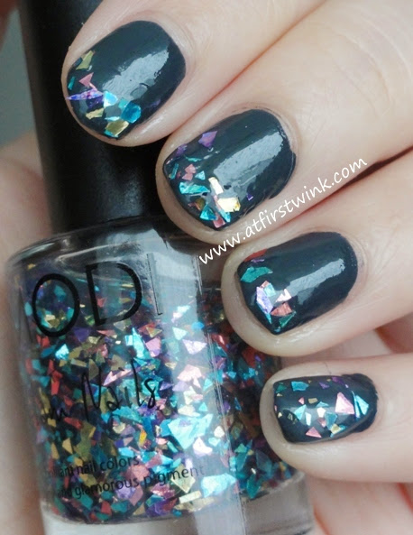 Modi Glam nails 53 - Sparkle Real Mix on the tips