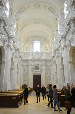 INTERIOR DA THEATINERKIRCHE