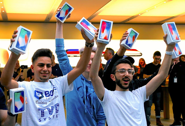 Harga Rp 18 Juta , Ini Dia Isi Kemasan iPhone X ?