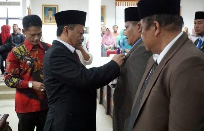 Ketua DPRD Hendry Rosyadi Melantik, Dua Anggota DPRD Lamsel di PAW.
