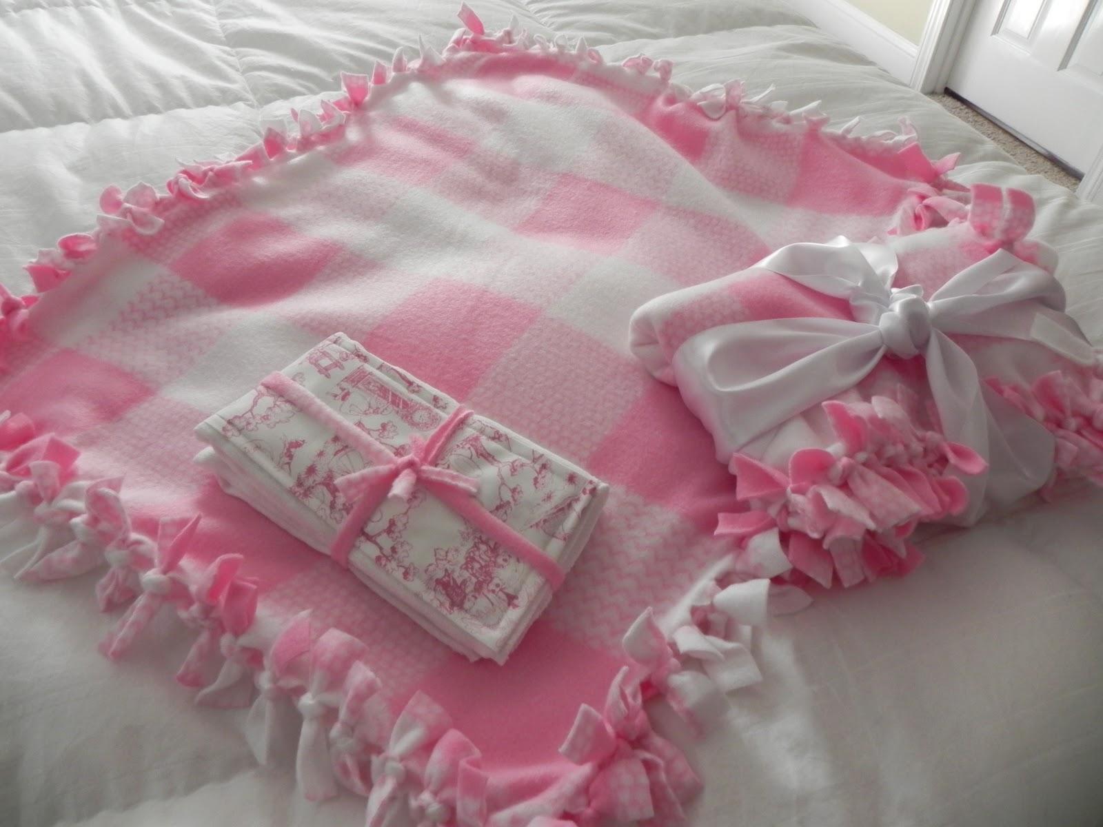 LIFES LITTLE GARDEN: No Sew Fleece Baby Blanket