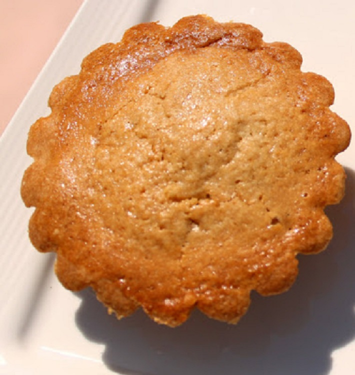 these are pudding filled cookie pastry often found in famous bakeries in Utica New York called Pusties