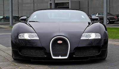 Bugatti Veyron black front look